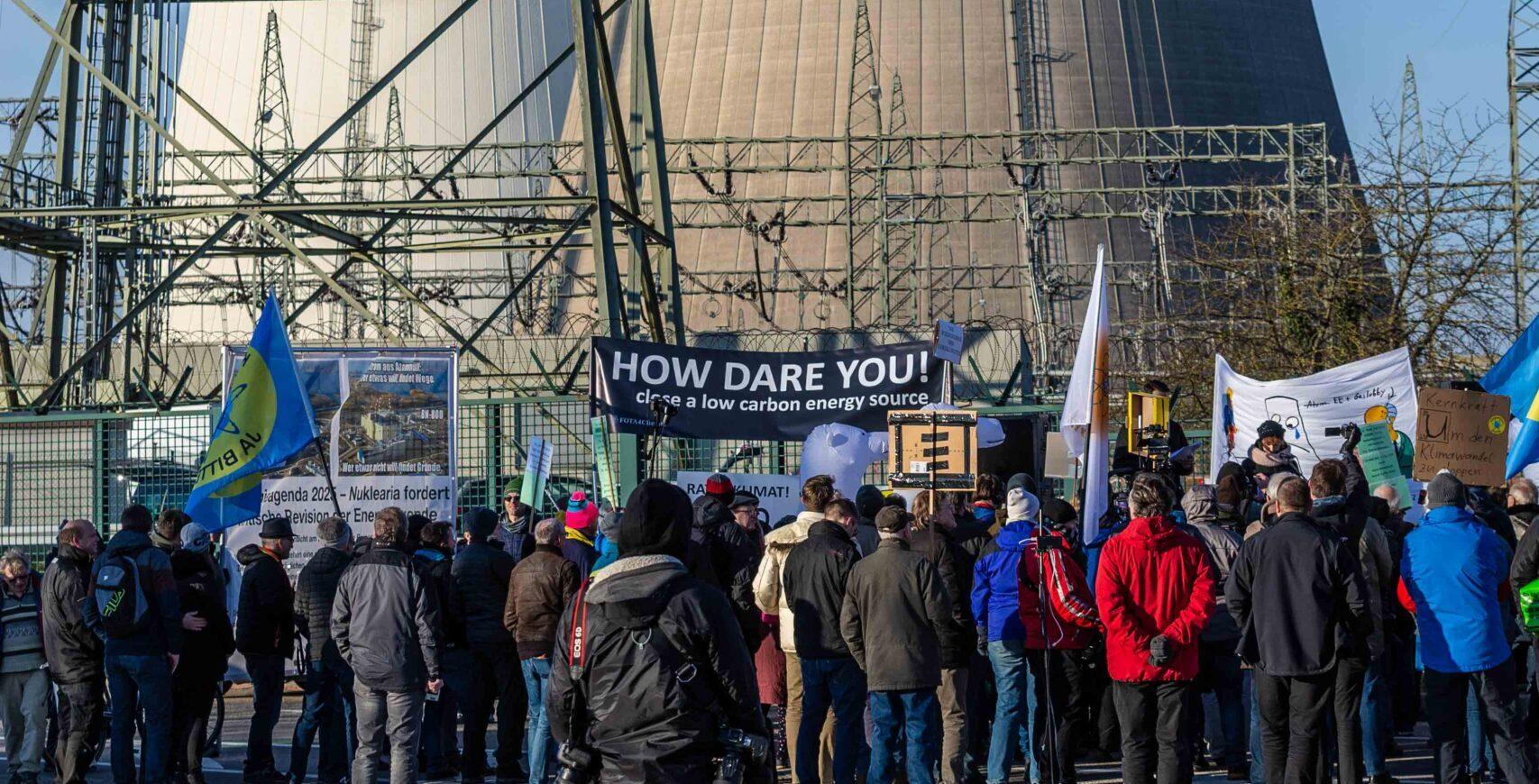 Klimatyczny protest przeciwko zamykaniu elektrowni jądrowych